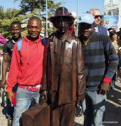 statuamigrantes2